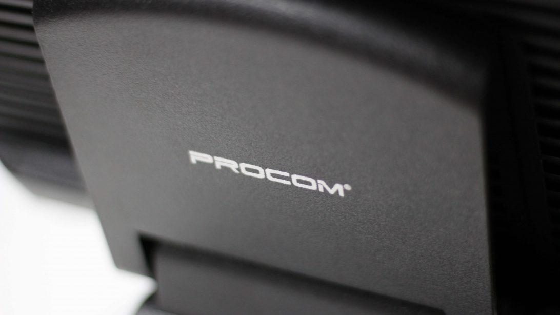 PROCOM 664, equipo tactil de 15 pulgadas, 4 GB de RAM, 64GB de disco duro SSD.